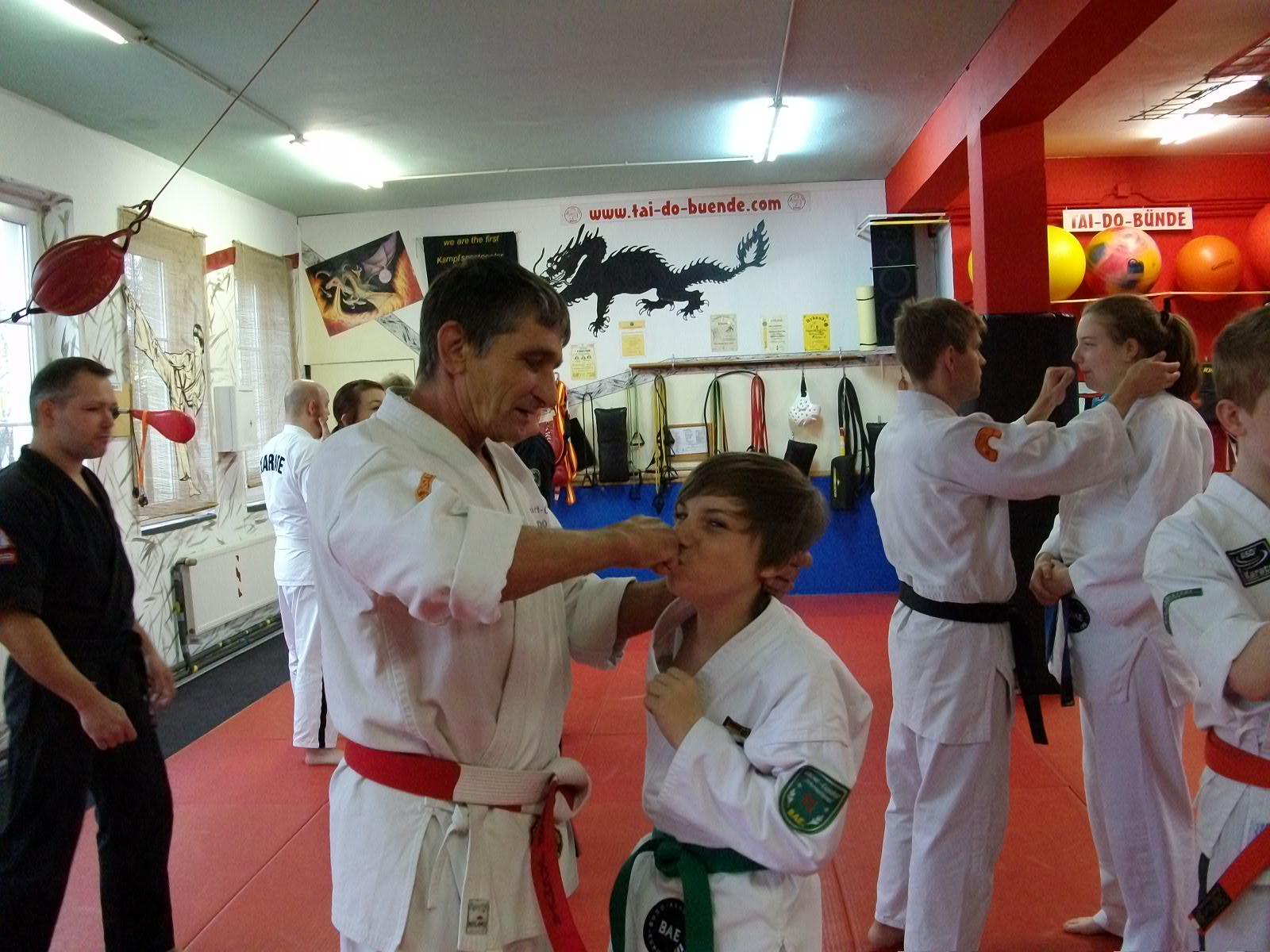 Auf Tuchfühlung mit Kyusho-Jitsu