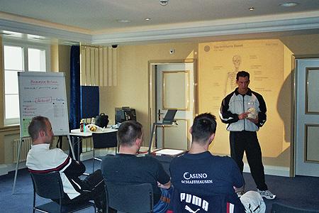 Nikolai Dumke doziert zum Thema Kommunikation