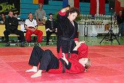 Selbstverteidigung (hier D. Isik und R. Köpp vom Kayo Hannover) bei der IBO