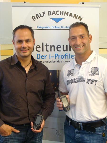 Ralf Bachmann (l.) stellte professionelle GPS-Geräte zur Verfügung - eine Traumausrüstung für Jörg Gerdes (r.) und seine Teilnehmer